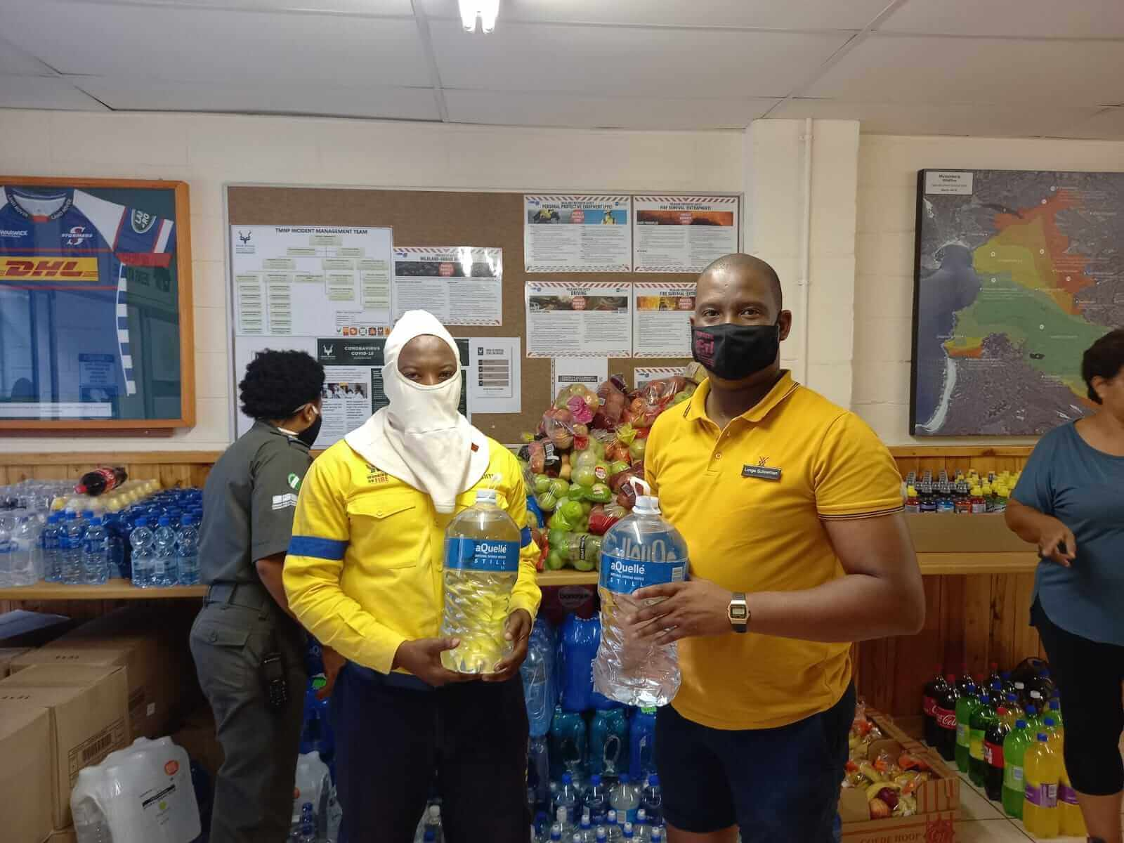 Checkers continues to support the firefighters with water, energy drinks and fruit 1